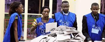 Des responsables des élections en RDC se préparent à compter les votes lors de l'élection de 2011. (Photo: MONUSCO/Myriam Asmani)