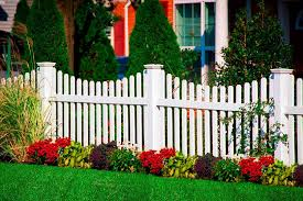 Illusions Pvc Vinyl Fence Photo Gallery Illusions Fence Vinyl Picket Fence Backyard Fences Vinyl Fence