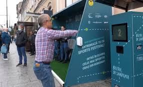 Emil Boc, surprins făcând genuflexiuni în centrul Clujului - VIDEO - Ştiri de Cluj
