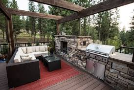 outdoor kitchen designs featuring pizza
