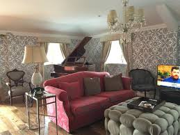 suite looking to piano
