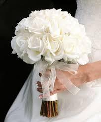 تبحثين عن أفكار عصرية لمسكات عروس ورد صناعى اليك الصور