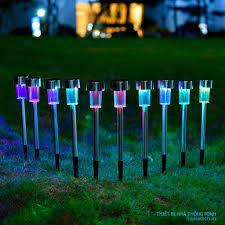 Đèn LED cắm đất trang trí sân vườn dùng pin mặt trời, chống nước thời trang