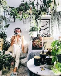 Shanna Smith transforms her bedroom into a lush green 'jungle' complete  with 110 strong plants