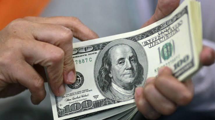 Venta récord de dólares en el mes de octubre