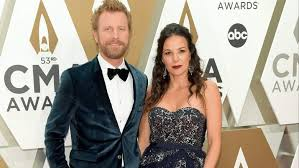 Dierks Bentley's Houses: Where He, His Wife & Kids Call Home ...