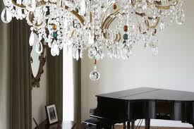 can chandeliers be wider than a table