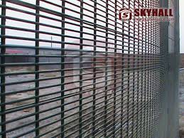 358 Mesh Skyhall Fence