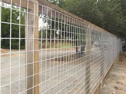 4x4 Hog Panel Mesh On 4x4 Posts And Kickboard By Arbor Fence Inc Privacy Modern Design I 2020 Tradgard Staket Tradgardsideer