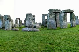 visiting stonehenge in wiltshire