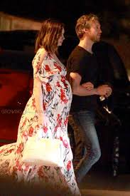 Pregnant Anne Hathaway and Adam Shulman enjoy a date night at Lucques -  Growing Your Baby