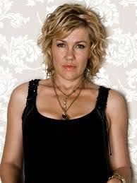 Robyn Malcolm as Cherie West on Outrageous Fortune | Female images,  Celebrities female, Celebrities
