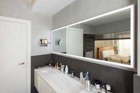 mirrors in bathroom to enlarge the space
