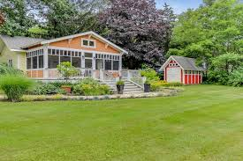 Dog Friendly Cottage With Large Fenced Yard And Screened Porch Cottages For Rent In Saugatuck Michigan United States