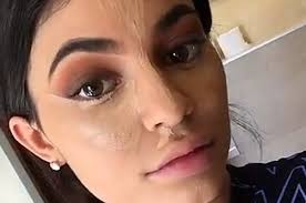 kylie jenner did a makeup tutorial on