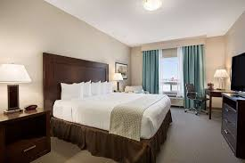 ADA King Room - Picture of Ramada by Wyndham Emerald Park/Regina ...