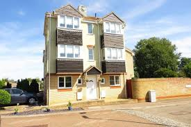 4 bed town house for in the parks