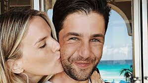 Josh Peck's Wife Is Pregnant With Their 1st Child ...