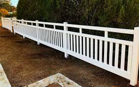 Putting Up A Portable Closed Top Picket Fence In Australia