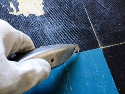 how to remove vinyl flooring removing