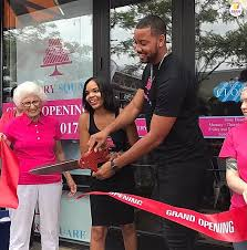 Former Pittsburgh Steeler, Wes Lyons Opens 'Cakery Square!'