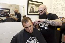 hugo juice tandron gives a haircut to