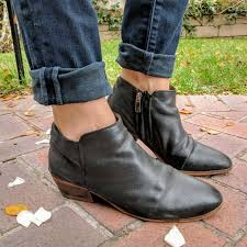 black leather petty ankle boot sz 8
