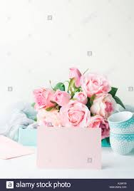 Tarjeta De Papel Rosa En Blanco Para San Valentin Dia De La Mujer