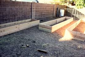 material for raised garden boxes