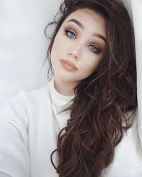 blue eyes and brown hair cat eye makeup