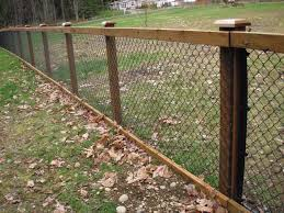 Chain Link Fence With Cedar Wood Trim Black Chain Link Fence Fence Design Chain Link Fence