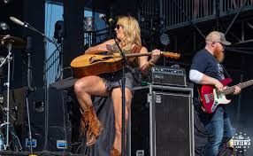 Meghan Patrick at Boots & Hearts 2018 | thereviewsarein
