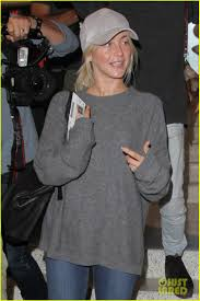 stuns without makeup at lax airport