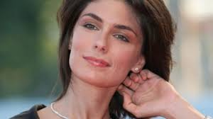 Anna Valle: chi è, età, vita privata e curiosità sull'attrice