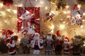 Homem decora jardim com 25 mil luzes de Natal e atrai visitantes ...