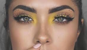 colourful inner eye strobing trend