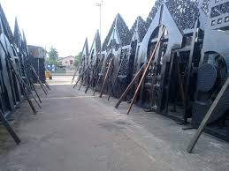 Fences And Gates In Pictures And Prices Properties Nigeria Backyard Fences Modern Fence Fence Landscaping