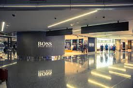 Doha airport terminal shopping area ...