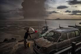erupsi gunung taal potensi tsunami kbri filipina siap evakuasi wni