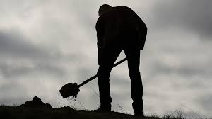 Man Digging With The Spade And Wipes The #68728 - PNG Images - PNGio