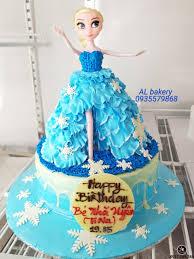 Bánh kem màu xanh hình nàng công chúa Elsa tuyệt đẹp