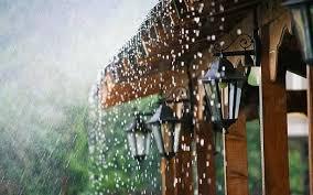 caption hujan terbaik yang bisa kamu pasang di foto perjalanan