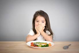 Mẹ nên làm gì khi trẻ biếng ăn?