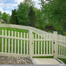 Contemporary Straight W Dog Ear Caps Illusions Fence