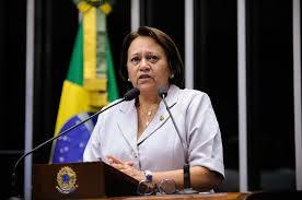 Fátima Bezerra defende regulação de preços de livros — Senado Notícias