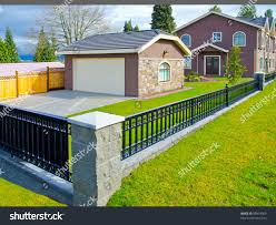 Detached Garage Nicely Landscaped Yard Stock Photo Edit Now 98919560