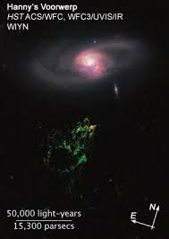 Resultado de imagen de Hanny's Voorwerp (en holandés), que tiene el tamaño de la Vía Láctea, el Hubble ha descubierto delicados filamentos de gas y un grupo de cúmulos de jóvenes estrellas. El color verde de la nube se debe al oxígeno ionizado.