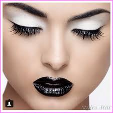 eye makeup for white and silver dress