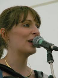 Emily Smith (singer) - Wikipedia