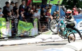 gadhuro drag bike di rembang diikuti